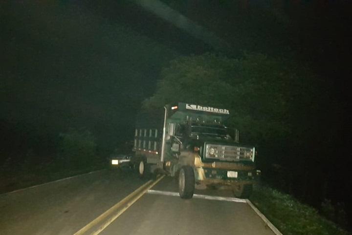Bloqueadas vías de salida de Bucaramanga por camioneros  | EL FRENTE