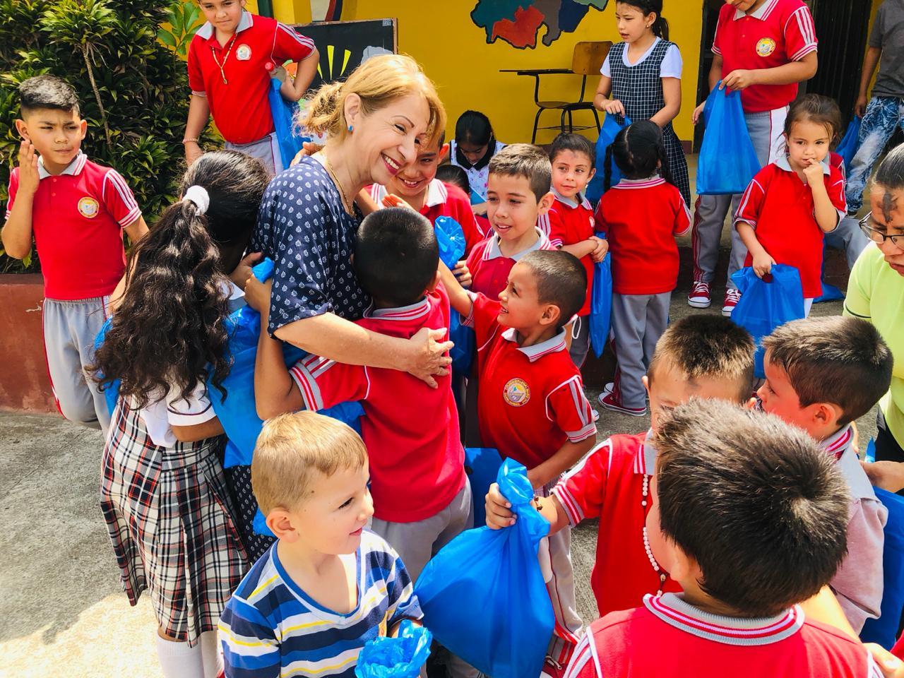 Entregados kits escolares en veredas de El Socorro, Santander    EL FRENTE