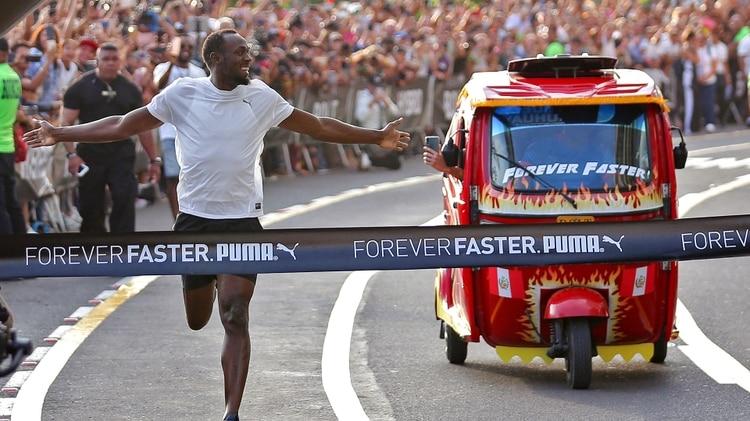 Usain Bolt le ganó una divertida carrera a un mototaxi en su visita a Perú | EL FRENTE