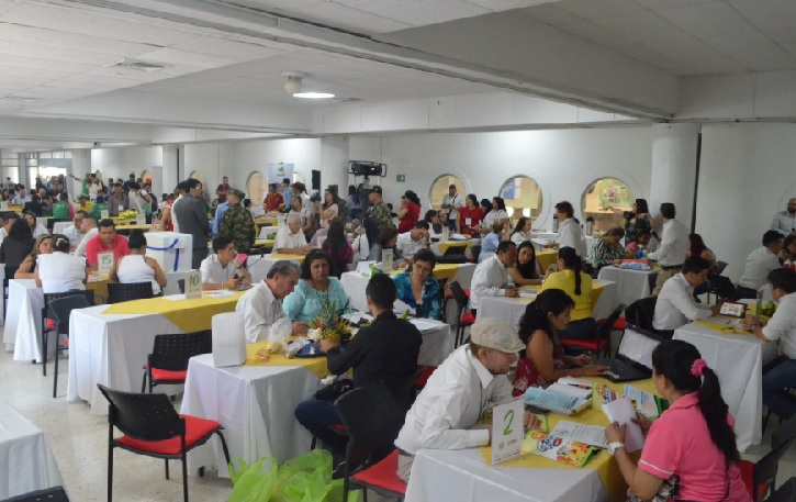 Acuerdos comerciales por 2.250 millones de pesos. Compra Rural Santander tuvo una enorme acogida | EL FRENTE
