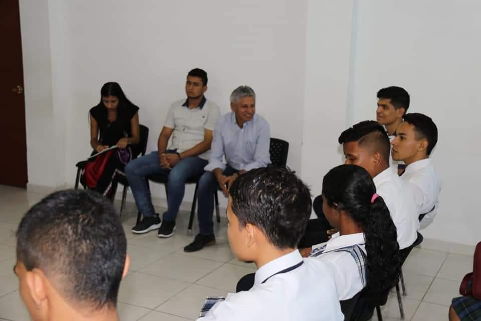 Secretario de Educación con los estudiantes personeros. Socializados programas y proyectos para 2019 | EL FRENTE