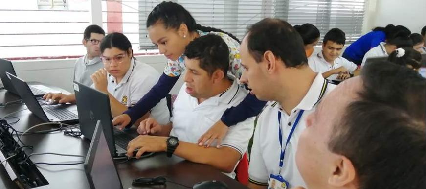Población con discapacidad recibió capacitación en Punto Vive Digital  | EL FRENTE