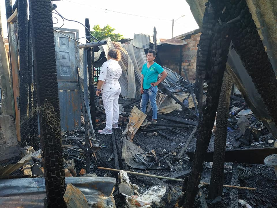 Incendio consumió tres humildes viviendas en la comuna Tres de Barrancabermeja   EL FRENTE