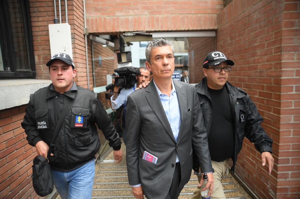 Capturan a exdirector de inteligencia del DAS por caso de chuzadas   EL FRENTE