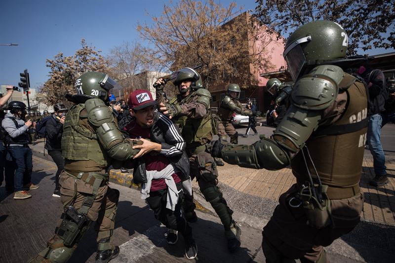 Fiscalía de Chile procesará a 14 Carabineros  | EL FRENTE