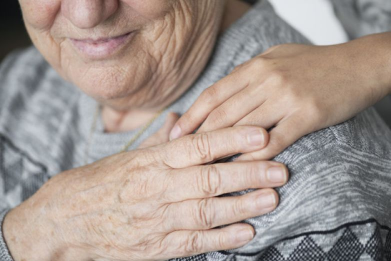 Enfermera toma fotos a ancianos fallecidos en asilo | EL FRENTE