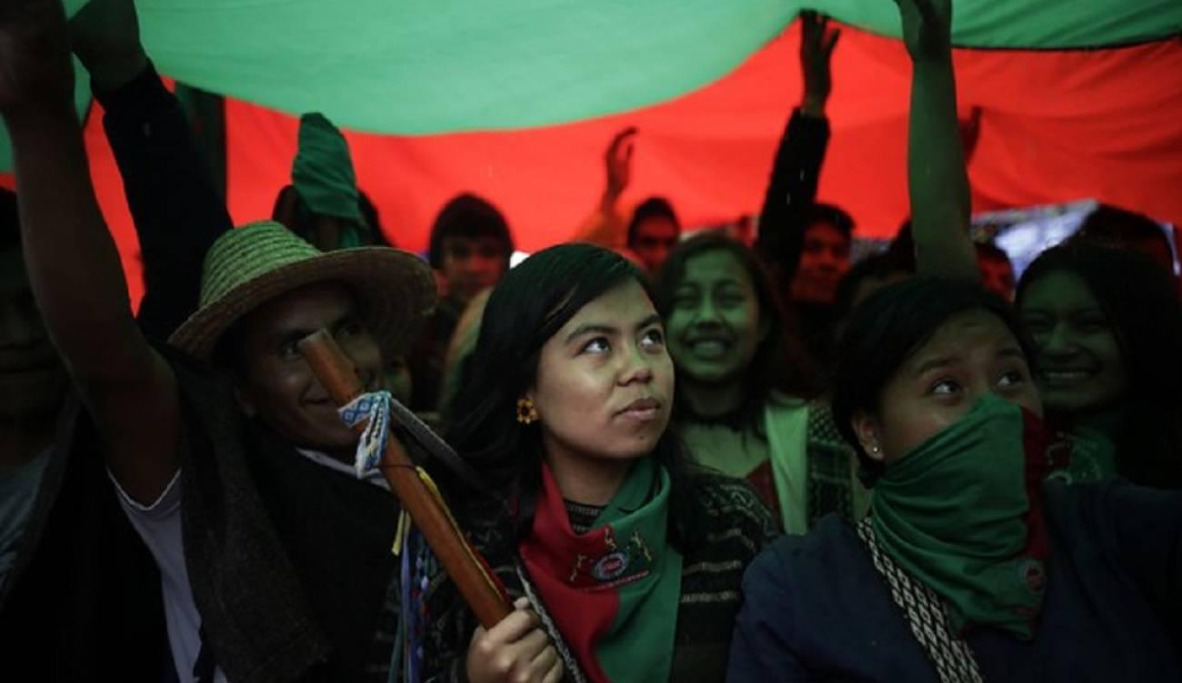 Más de 300 indígenas del Cauca realizaron un cacerolazo en Bogotá   EL FRENTE