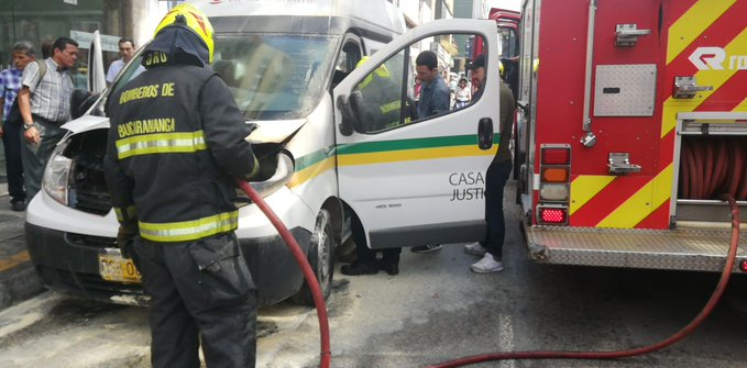 Bus de la Secretaría del Interior se incendió en el centro de Bucaramanga  | EL FRENTE
