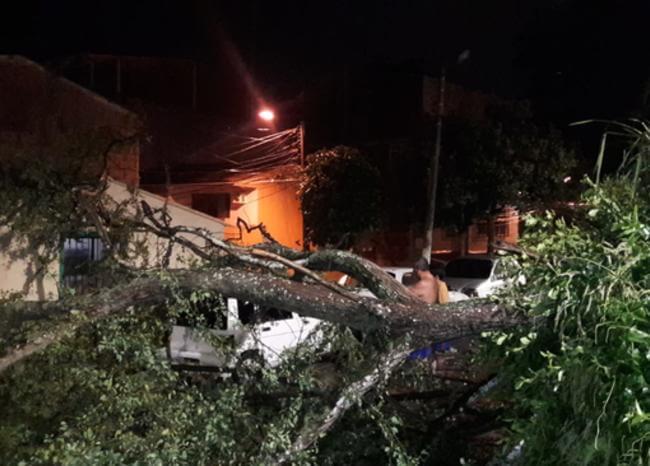 Familias en Floridablanca fueron evacuadas tras fuertes lluvias | Metro | EL FRENTE