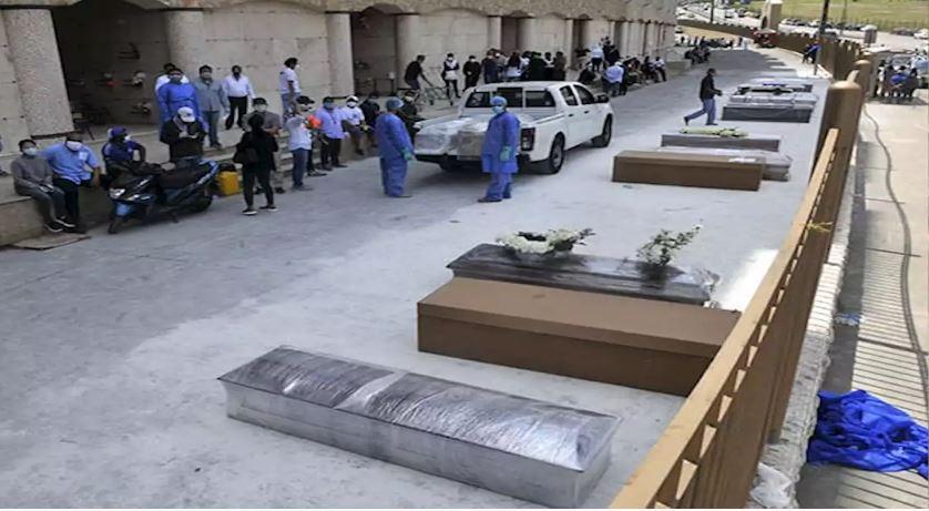 En Guayaquil los cementerios están colapsados, hay filas de cuerpos esperando ser sepultados   Mundo   EL FRENTE
