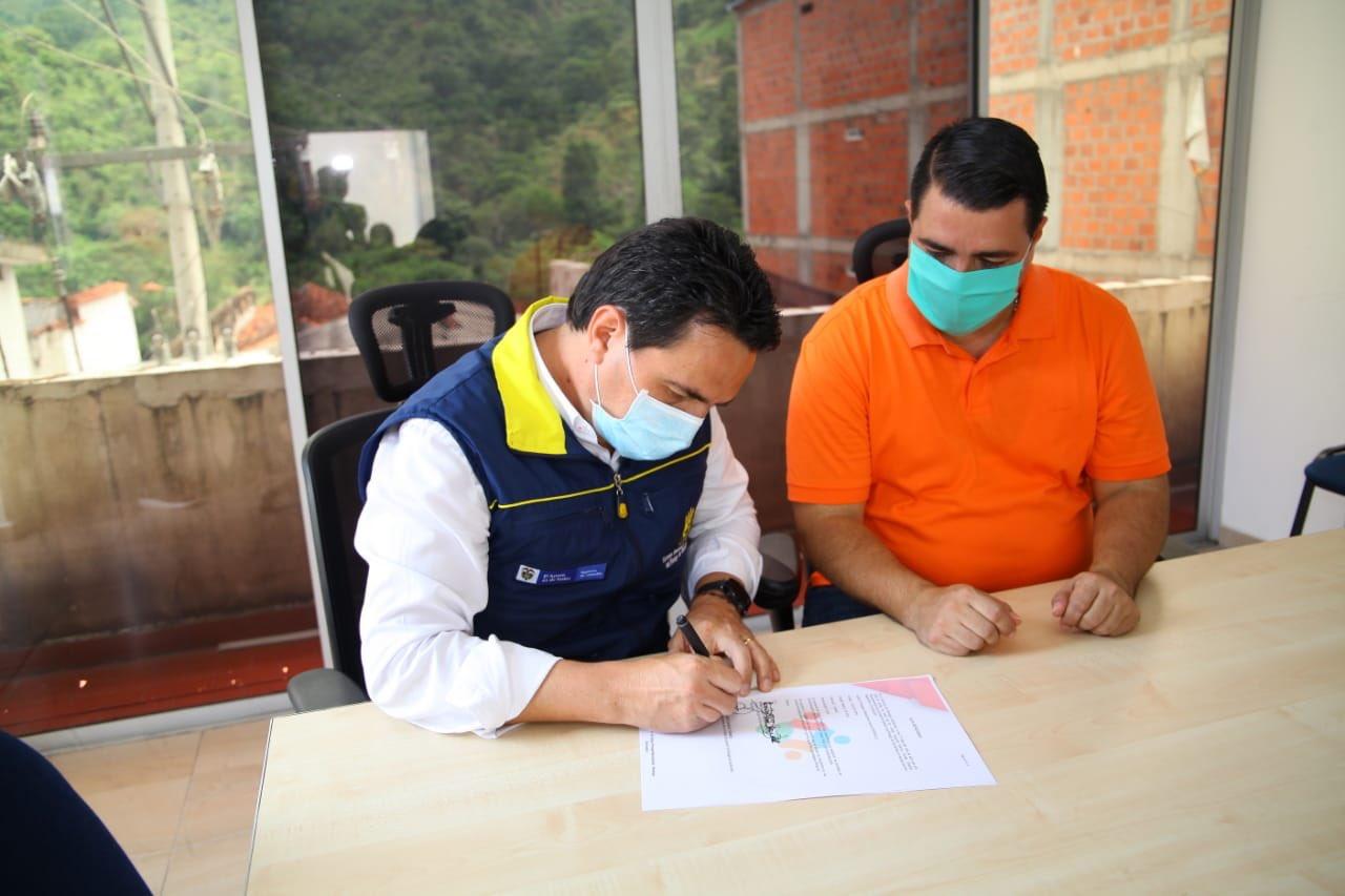 Con motobomba y tanques de agua para el puesto de salud aseguran el servicio en Rionegro, Santander  | Santander | EL FRENTE
