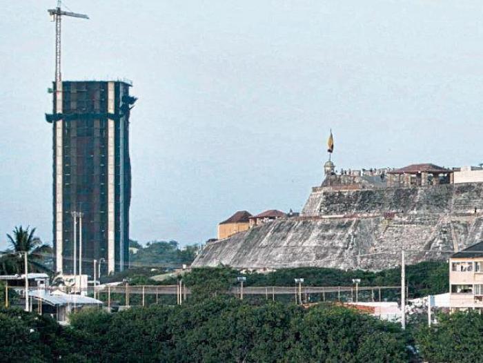 El edificio Aquarela se cae y punto | Colombia | EL FRENTE