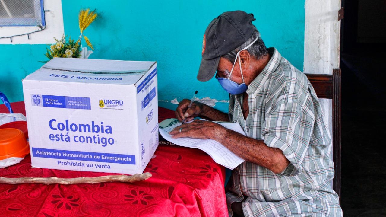 Ayudas humanitarias para los barranqueños. Adultos mayores reciben raciones puerta a puerta | Municipios | Santander | EL FRENTE
