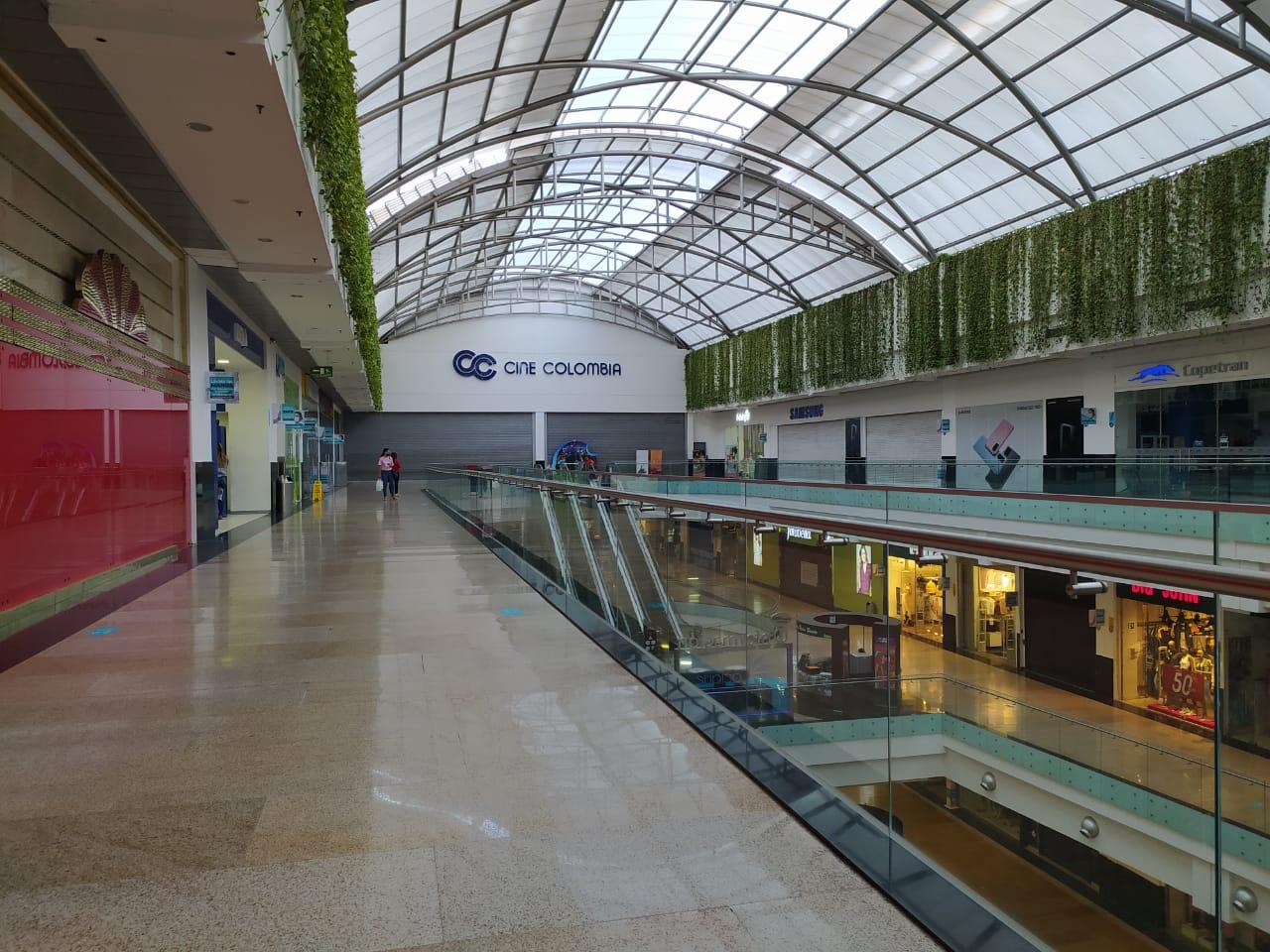 Más de 60.000 personas han visitado los centros comerciales | Metro | EL FRENTE