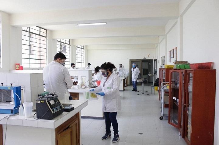 UIS pone a funcionar de nuevo sus laboratorios. Puertas abiertas para prácticas presenciales | Santander | EL FRENTE