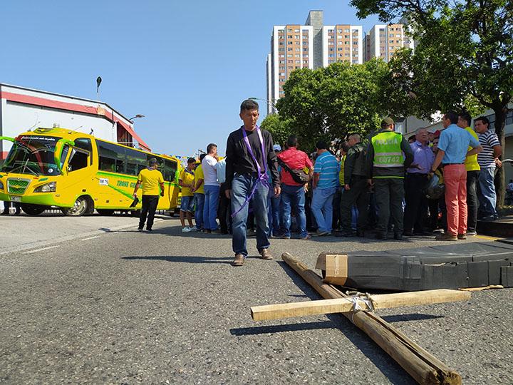 6.000 taxis y 700 buses realizarán paro los próximos días en Bucaramanga | Metro | EL FRENTE