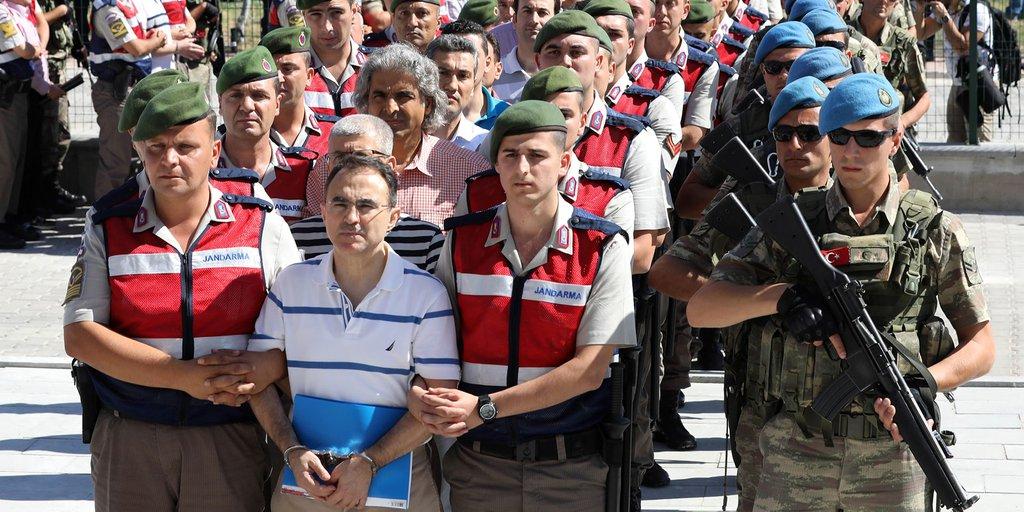 Turquía condenó a cadena perpetua a 337 acusados    EL FRENTE