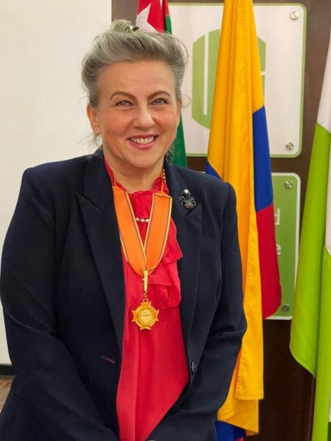 Reconocimiento para profesora UIS. Condecorada Elena Stashenko por el Senado de la República | EL FRENTE