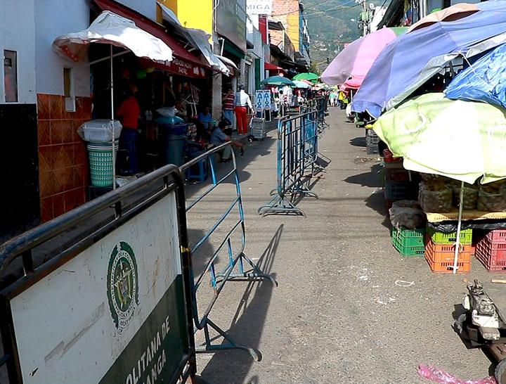 Recuperan espacio público en la plaza de mercado de Piedecuesta   EL FRENTE