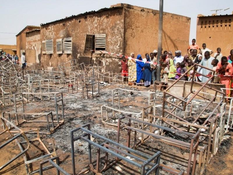 Incendio en escuela deja 20 niños muertos en Níger | foto | EL FRENTE
