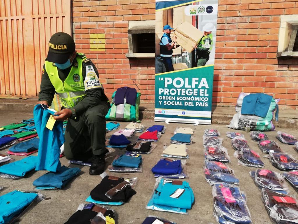 Incautan ropa extranjera avaluada en más de 17 millones de pesos   EL FRENTE