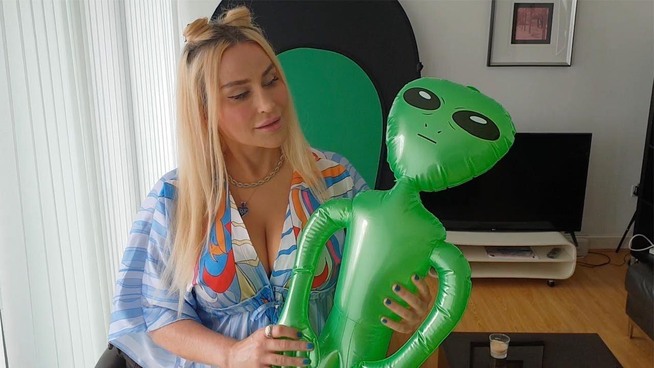 Fue secuestrada por extraterrestres y se enamoró de uno de ellos | foto | EL FRENTE