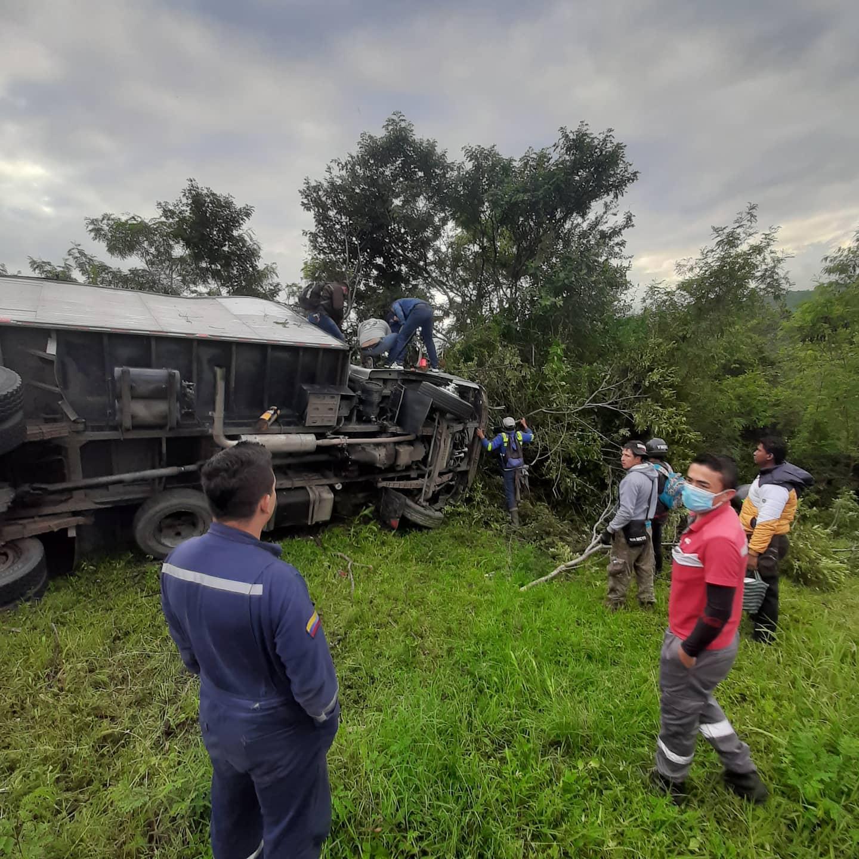 Dos heridos dejó camión que se quedó sin frenos en Santander | Local | Justicia | EL FRENTE