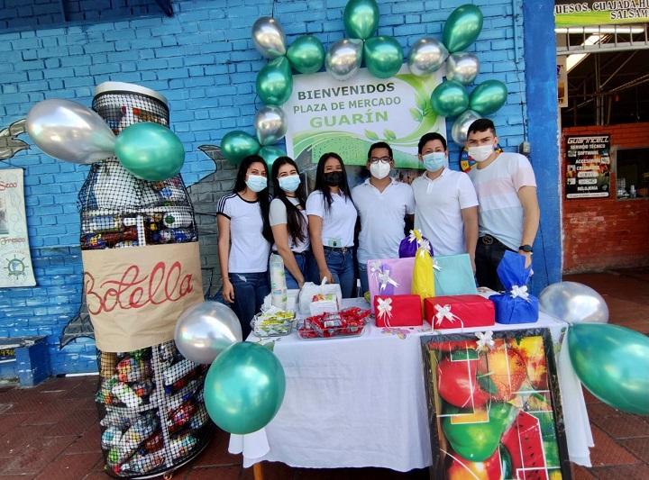 Estudiantes de las UTS promueven cultura ambiental en las plazas de mercado de Bucaramanga | EL FRENTE