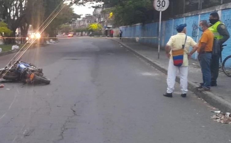 Murió mientras se puso de chistoso a hacer piruetas con la moto  | EL FRENTE