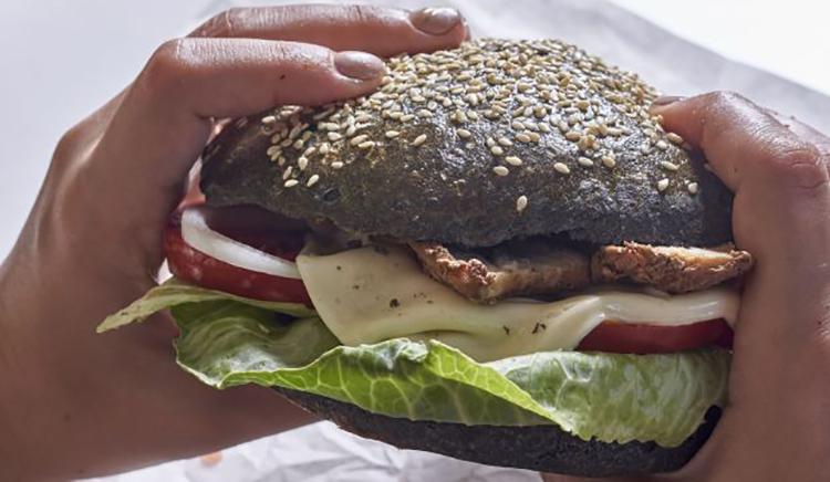 A su hamburguesa le agregaron un dedo humano | EL FRENTE