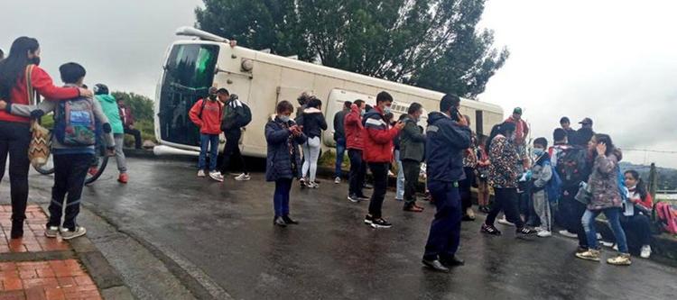 Se accidentó un bus escolar con más de 16 niños a bordo   Colombia   EL FRENTE