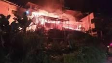 VIDEO. Voraz incendio en Floridablanca dejó a varias familias en la calle   EL FRENTE