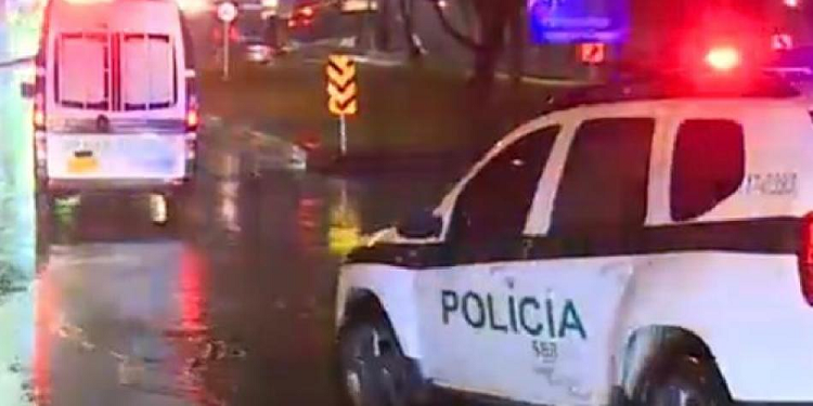 En un semáforo, fleteros pincharon el carro y le dispararon a familia para robarla    Nacionales   Colombia   EL FRENTE
